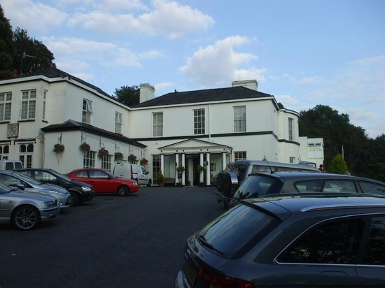 The Manor Hotel: Car park and hotel