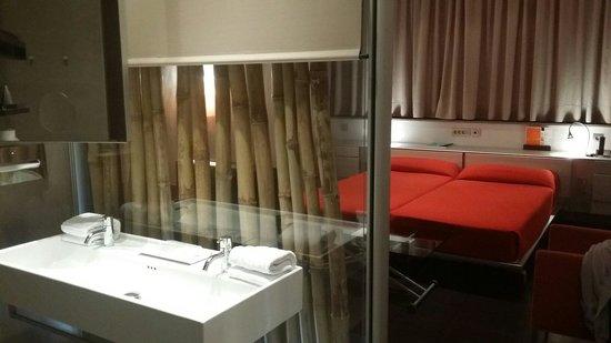 Hotel Fira Congress : Camera doppia (data come singola). Ottima pulizia.