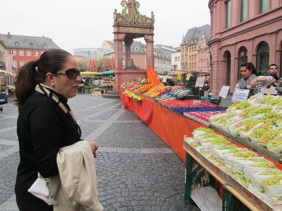 Walking Mainz: Market day in Maniz