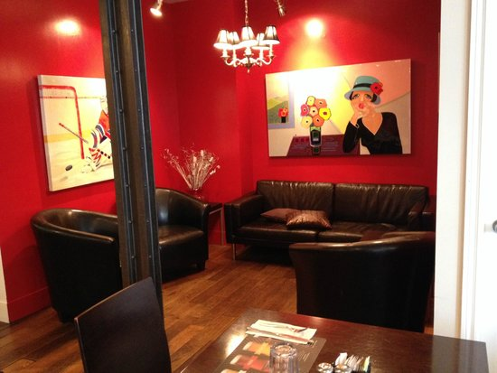 Bistro Cafe & Cucina: Great seating options