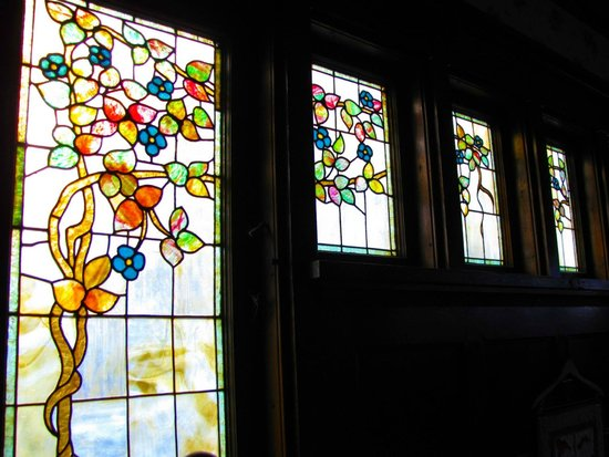 Victorian Guest House: Side view of stained glass, beautiful in the late afternoon light