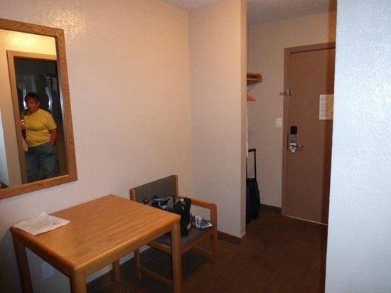 Rodeway Inn: Desk in #114