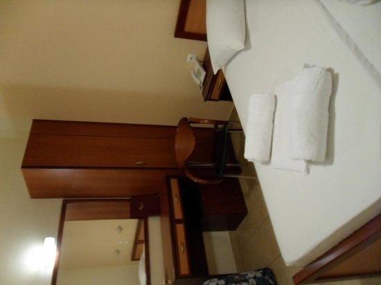 Faros 1 Hotel : chambre