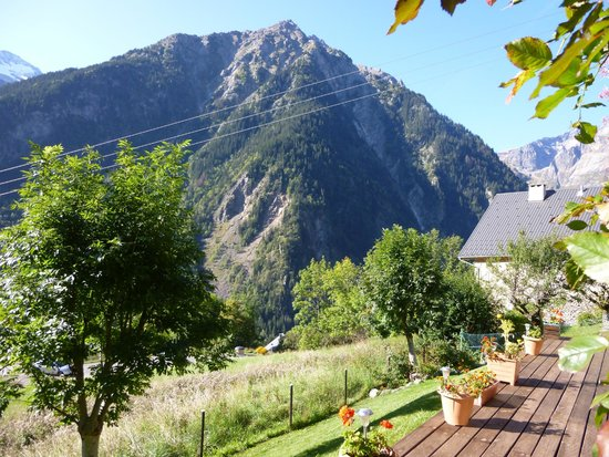 Chalet Michelle : View across the valley