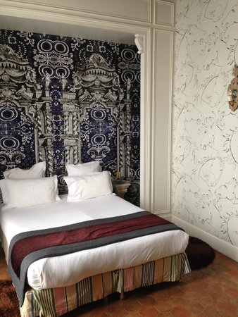 Hotel du Petit Moulin: Bedroom in Deluxe room