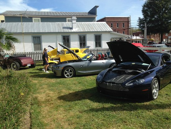 Mathews, VA: Classic cars on the front lawn