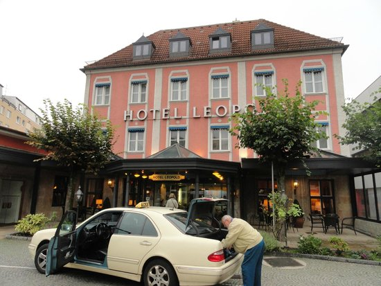 Hotel Leopold: Front view