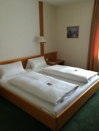 Hotel Leopold: Double Room - Beds were comfortable
