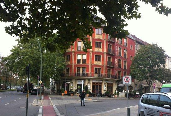SensCity Hotel Albergo: Вид на отель со стороны Fehrbelliner Platz
