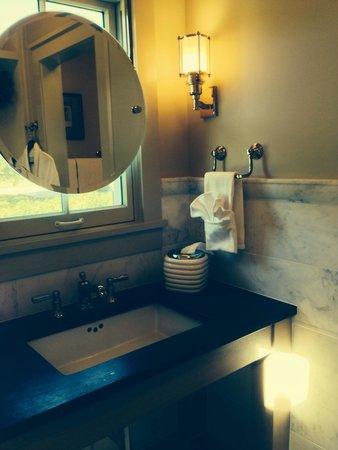 The Inn at Fontanel: Tastefully done bathroom