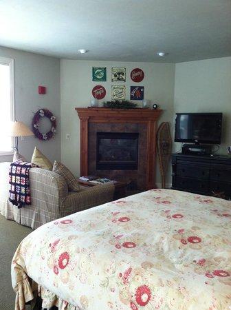 Lodgings at Pioneer Lane : Room #203 - The Cabin Room