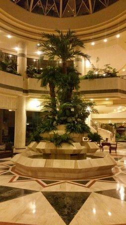 Crowne Plaza Maruma Hotel & Casino : Fuente en el Lobby