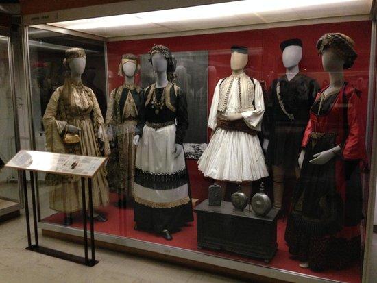 Greek Folk Art Museum (Museo Ellinikis Laikis Technis) : costumes