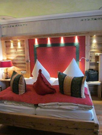 Burghotel Falkenstein : Lovely wood accents in room