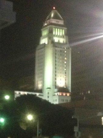 Miyako Hotel Los Angeles: LA City Hall just outside hotel