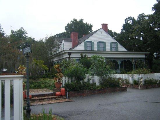 The Myrtles Plantation : Side of house