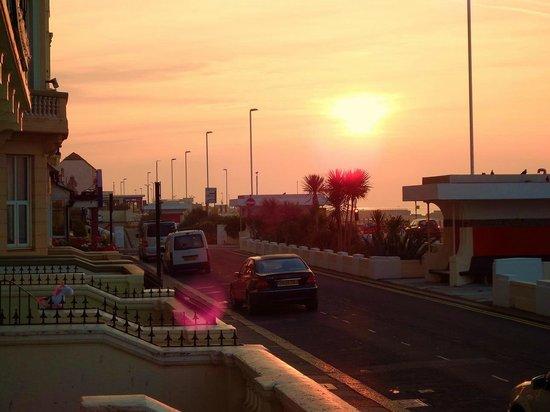 Alexanders Bed & Breakfast Hastings: sunrise in front from Alexanders