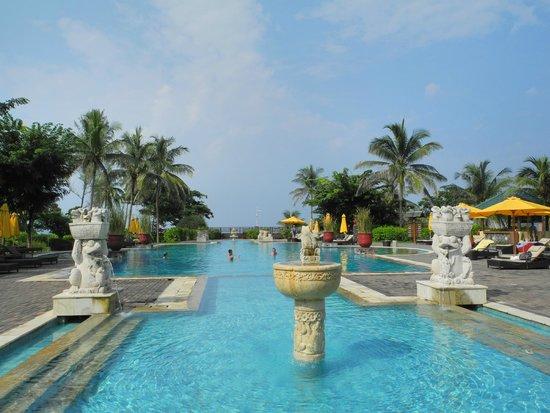 Angsana Bintan: Gorgeous view at the pool!