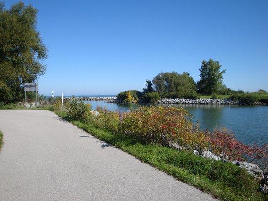 The Lodge at Geneva-on-the-Lake : bike path behind the Lodge