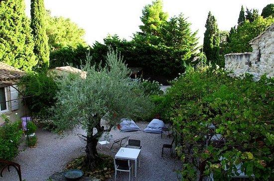 Apres La Sieste : courtyard