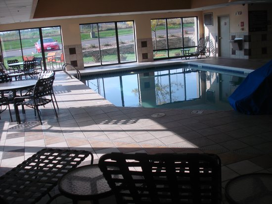 Hampton Inn Brookfield : pool area