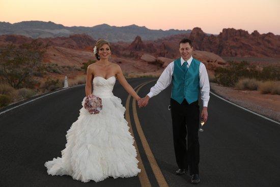 Scenic Las Vegas Weddings Chapel Elly And Seans Desert Wedding