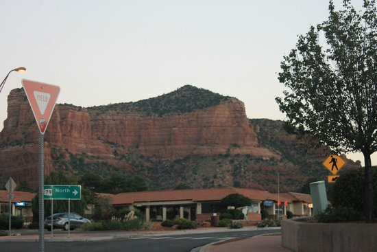 The Views Inn Sedona: View from room/parking lot