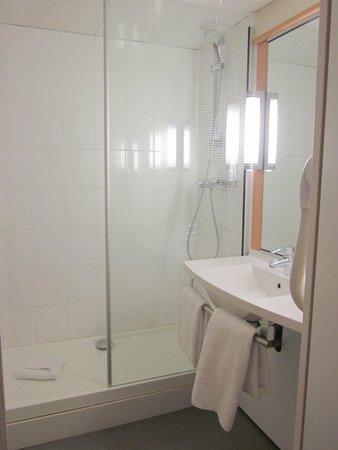 Ibis Paris Gare de Lyon Ledru Rollin 12eme: Bathroom