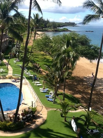 Hale Pau Hana Beach Resort: pool, beach and snorkeling spot
