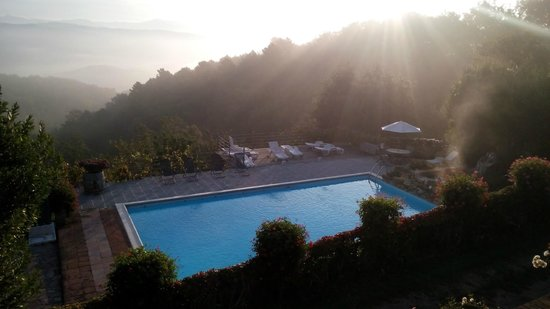 Agriturismo Piaggione di Serravalle: Morning mist is worth getting up for