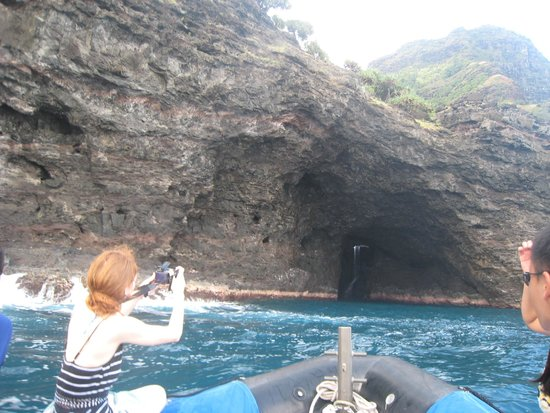 Kilauea, Hawái: The caves. The people sitting on the Left side of the boat (me) have not as photographic of a vi