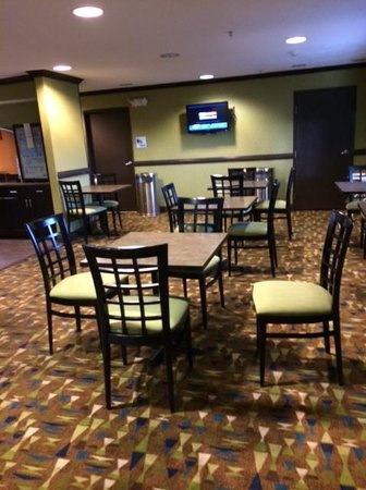 Holiday Inn Express Madison: Breakfast Area