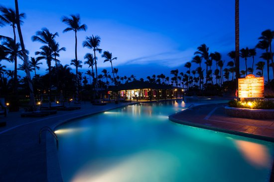 Sirenis Punta Cana Resort Casino & Aquagames: Pool at Night