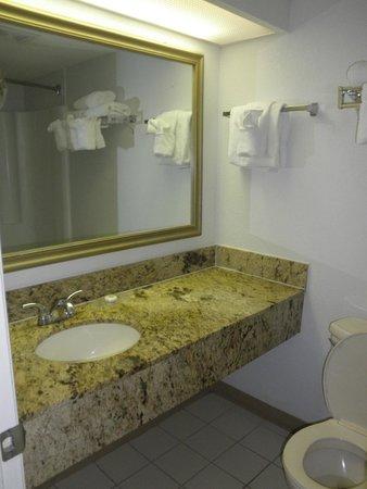 كارولينيان بيتش ريزورت باي أوشيانا ريزورتس: Bathroom
