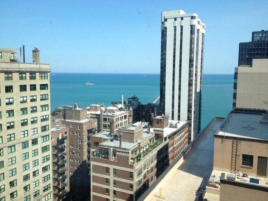 Hilton Chicago/Magnificent Mile Suites: lake view on Floor 22