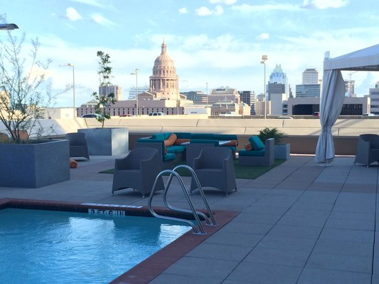 Hampton Inn & Suites Austin at The University/Capitol: View from the pool