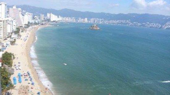 Krystal Beach Acapulco: asi se ve desde el hotel para que se admiren