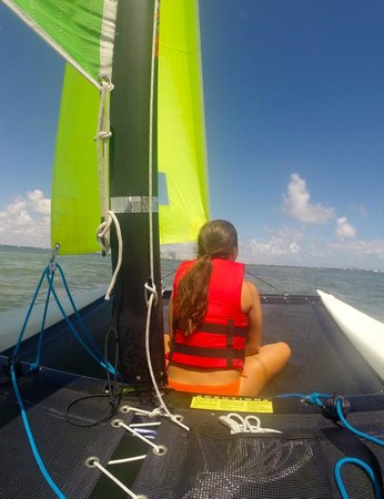 Miami Catamarans - Hobie Cat Sailing Lessons: sailing on Biscayne Bay with view of Miami