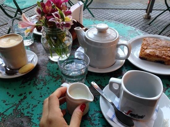 Sans Serrano Deli & Drinks: sans blondie y cafe
