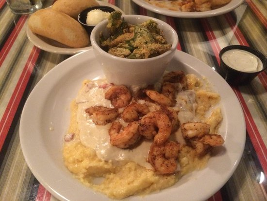 Driftwood Bistro: Great blackened shrimps and cheesy grits