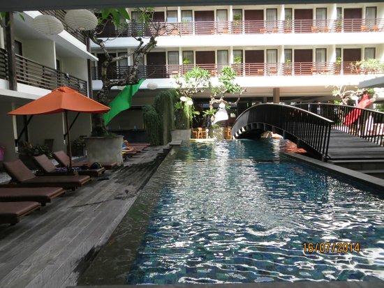 صن أيلاند هوتل كوتا: Sun Island Kuta pool