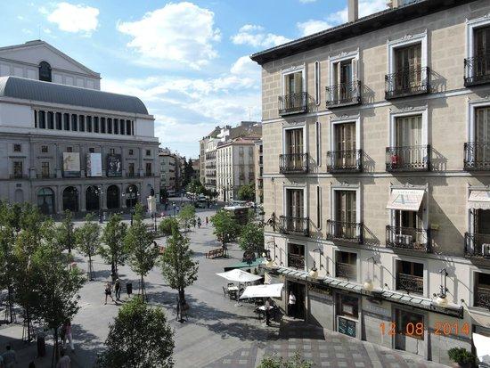Hostal Oriente: Praça da Opera