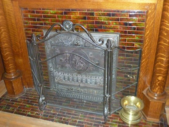 Heritage House: dining area - closeup of the fireplace