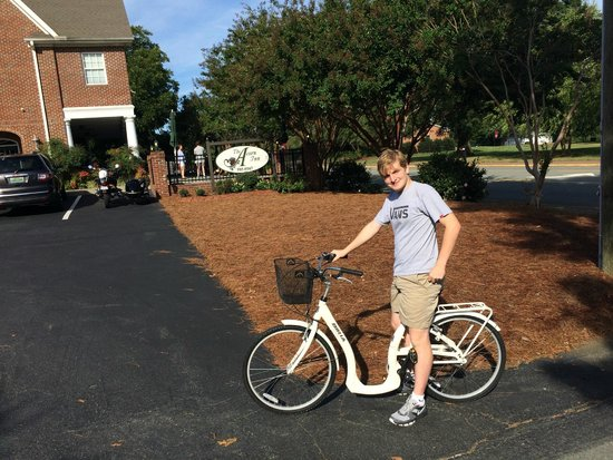 The Acorn Inn of Elon: Two bikes available to use-- no charge!