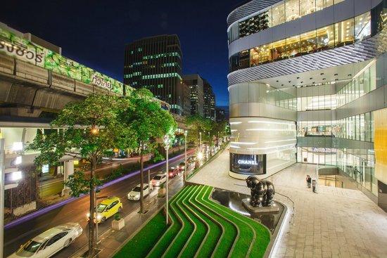 JW Marriott Hotel Bangkok: Nearby Shopping - Central Embassy