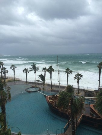 Villa del Arco Beach Resort & Spa Cabo San Lucas: Stormy weather...