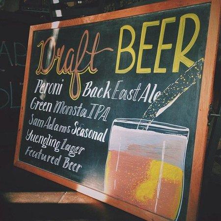 Naples Restaurant & Pizza: Beers!