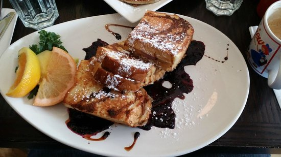 Red's Diner: Blueberry goat cheese french toast