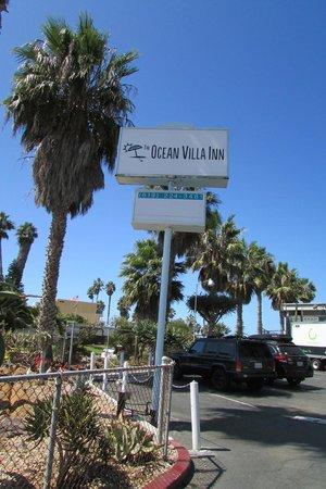 Ocean Villa Inn: front of hotel