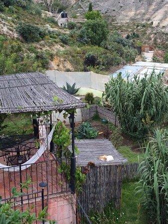 Refugio Romano: vista al jardin interior desde la terraza